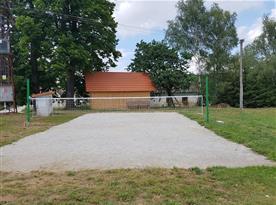 Sportovní hřiště na nohejbal, volejbal a badminton