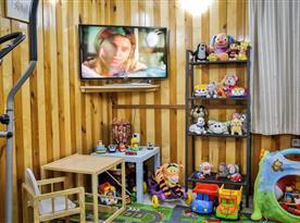 Společenská místnost s televizí a satelitem