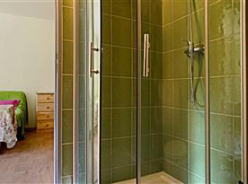 Koupelna se sprchovým koutem zelený pokoj