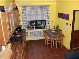 Apartmán A - kuchyně s jídelním koutem