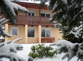 pohled k apartmánu-při sněhu