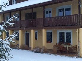 pohled k apartmánu - v zimě, pokud je sníh