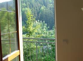 výhled z apartmánu do údoli