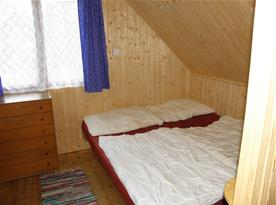 Podkrovní ložnice B s lůžky