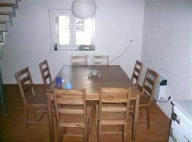 Jídelní stůl v kuchyňce