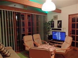 Obývací pokoj s domácím kinem