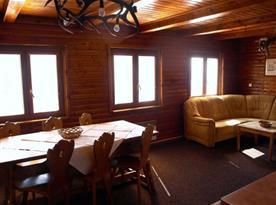 Společenská místnost s krásným výhledem na okolní kopce