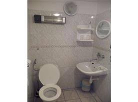Toaleta a umyvadlo