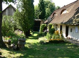 Pohled na dvůr a zahradu