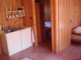 Kuchyňský koutek v chatce