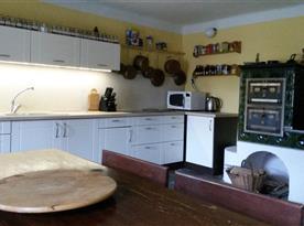 Kuchyň  s kachlovými kamny