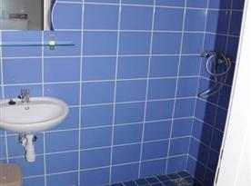 Koupelna 2 (sprcha,záchod,umyvadlo)