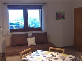 Pokoj - pohled z kuchyňky