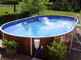 Vyhřívaný bazén na dvoře