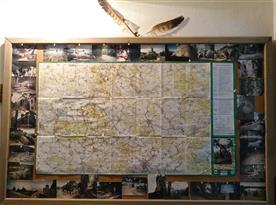 Turistická mapa s tipy na výlety a fotografiemy blízkým turistických cílů