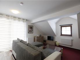 obývací prostor v podkrovním apartmánu