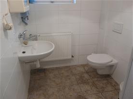 Koupelna vedle společenské místnosti A - přízemí