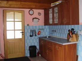 Vybavená kuchyně s jídelním koutem