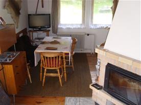 obyvací pokoj - místo pro společné stolování a když bude škaredě na telku