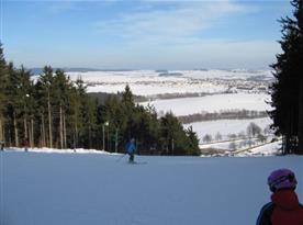 Možnost lyžování na upravených sjezdovkách
