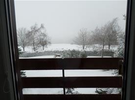 zimní výhled z balkonu