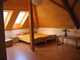Velká podkrovní ložnice