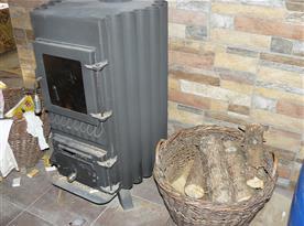 kamna v předsíni na dřevo