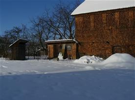 zimní zahrada se stodolou a kurníkem