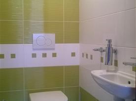 samostatné WC v patře