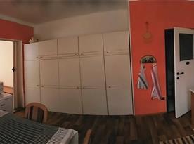 Foceno od vstupu do privátu, vpravo dveře soc.zařízení, vlevo do obytné místnosti