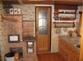 Kachlová kamna v kuchyni