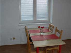 Obývací část propojená s kuchyní