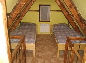 Ložnice v podkroví - pravá strana