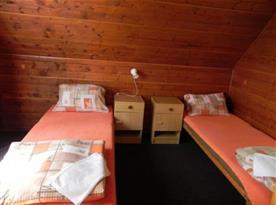 Chata - ložnice s lůžky