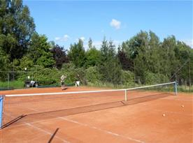 Tenisové kurty v areálu