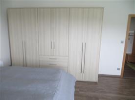 ložnice - skříň