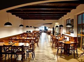 Součástí hotelu je vlastní pivovar s velkou restaurací