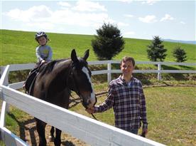 Jízda na koni v kruhové jízdárně