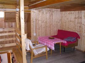 Posezení v patře před vstupem do ložnic