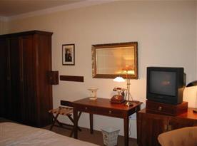 Pokoj s televizí a posezením
