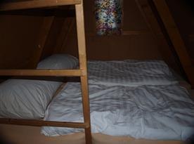 Chata E-H: Spaní v podkroví