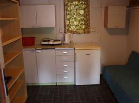 Chata E-H: kuchyňka bez možnosti vaření a vody