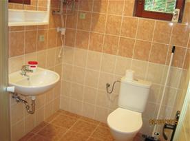 Chata A-D: Koupelna v chatkách se sociálním zařízením