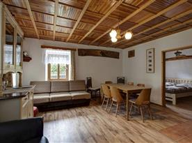 Společenská místnost v jednom z apartmánů