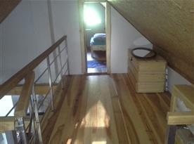 otevřený strop do pokoje