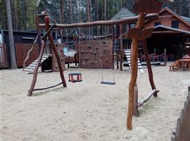 dětské hřiště, 250m od chaty