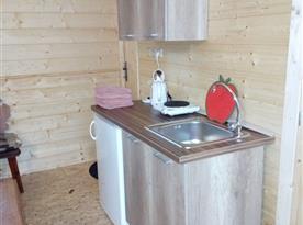kuchyňka v druhé části chaty