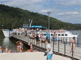 přístav u odtoku jezera Staré Splavy, 1km od chaty