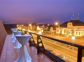 Venkovní terasa od salónku D