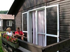 Posezení na terase bungalovu